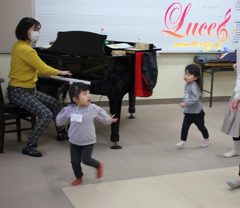 今日もご入会!令和元年に生まれ1歳2ヶ月のMちゃん 姫路市灘(白浜町)市民センターリトミック教室