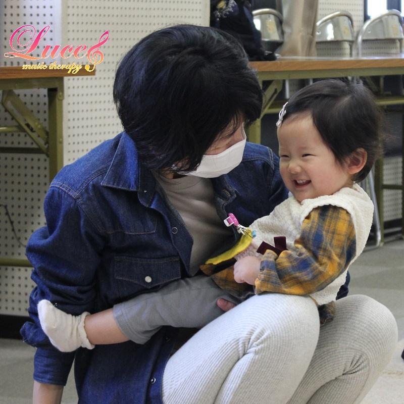 姫路市網干市民センター教室のリトミックレッスンも可愛い笑顔がいっぱいです♪ 姫路市リトミック教室